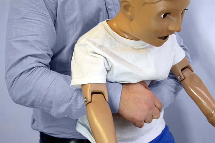 choking-first-aid-child-chest-thrust